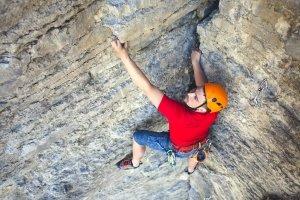 Bester Kletterhelm? Im EN-Test spielt v. a. die Selbstabsorption eine Rolle.