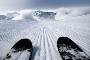 Wichtig bei der Abfahrt: Wenn Sie Skistiefel kaufen, achten Sie auf optimalen Halt.