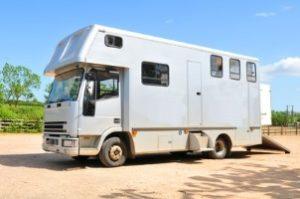 Wo wollen Sie die Waschmaschine für das Camping verstauen? Passt Sie in den Wohnwagen?