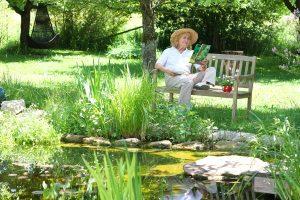 """Gartenbank: In unserer """"Test & Vergleich""""-Kategorie stellen wir verschiedene Arten vor."""