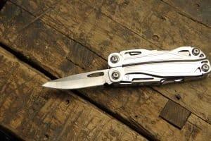 Gute Taschenmesser sind in erster Linie robust und haben eine scharfe Klinge sowie einen sicheren Verschlussmechanismus.