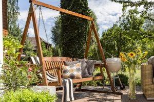 Perfekte Entspannung im eigenen Garten: Machen Sie Ihren eigenen Hollywoodschaukel-Test!