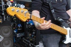 Ein gutes Schlagzeug unterstützt mit seiner Bass Drum den Bass-Spieler.