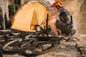 Ein Jagdmesser können Sie günstig kaufen, wenn Sie es etwa beim Camping einsetzen wollen.