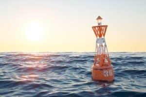 Rettungsweste im Test: Auf der Yacht beim Segeln in flachen Gewässern brauchen Sie ein anderes Modell als auf hoher See.
