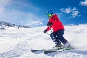 Unterziehen Sie die Skibrille einem Komfort-Test: Wird das Tragen irgendwann unbequem und hinterlässt Ränder?