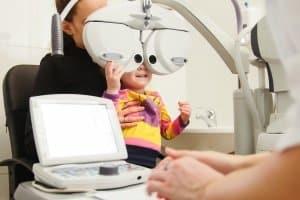 Mit dem Seh-Test die richtige Skibrille für Brillenträger finden.