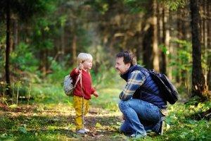 Ein Erlebnis für kleine und große Kinder: Ein Schlafsack-Test nach einer Waldwanderung.