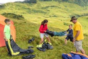 Damit alle Spaß haben, sollte im Vorfeld der Kinderschlafsack einem ersten Test unterzogen werden.