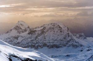 Sollten Ihre Skistöcke ausgelegt für Touren sein? Ihr Test sollte sich auf Carbon-Stöcke konzentrieren.