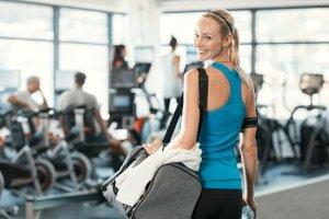 Im Fitnessstudio können Sie einen ersten Test auf einem Minitrampolin durchführen.