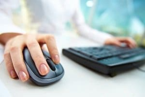 Sie können Torwarthandschuhe günstig online kaufen oder sich im gut sortierten Fachgeschäft umschauen.