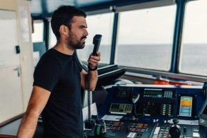 Ein UKW-Seefunkgerät, das im Test von Ihnen geprüft werden kann, hat in der Regel eine Reichweite von höchstens 30 Seemeilen.