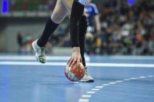 Sie möchten sich Handballschuhe kaufen? Achten Sie insbesondere auf eine rutschfeste und dämpfende Sohle.