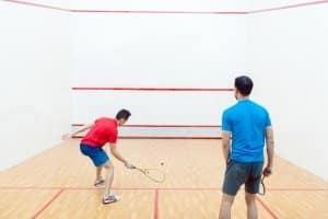Probieren Sie unterschiedliche Squashschläger im Test aus. Schnupperstunden im Verein werden hierfür angeboten.