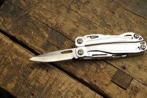 Bevor Sie ein Angelmesser kaufen, stellt sich die Frage: Klappmesser oder ein Messer mit feststehender Klinge?
