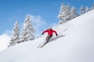 Auch für Skipiste und -tour kann es sinnvoll sein, Gamaschen zu kaufen.