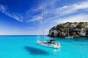 Was ist das Beste für Sie? Neoprenschuhe können auch auf einem Sport- oder Segelboot von Nutzen sein.