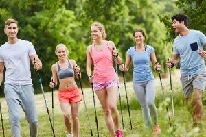 Was ist die beste Wahl? Nordic-Walking-Stöcke sollten vor allem zu Ihnen und Ihren persönlichen Ansprüchen passen.
