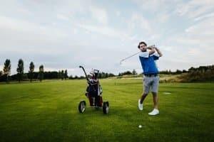 Beim Golf kann sich ein Elektrotrolley im Test bewähren, wenn Sie Ihre Leistung beim Spiel nicht beeinträchtigen möchten.