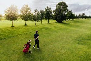 Welcher Golf-Trolley gewinnt Ihren persönlichen Vergleich mit anderen Modellen? Zu beachten sind mehrere Faktoren.