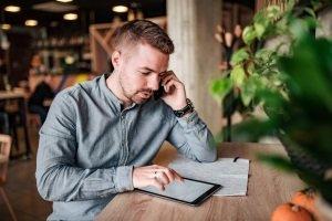 Eine gute Powerbank kann nicht nur Ihr Smartphone aufladen, sondern unter anderem auch Ihr Tablet und Ihre Bluetooth-Kopfhörer.