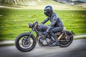Durch einen persönlichen Test verschiedener Reifen für Ihr Motorrad können Sie unterschiedliche Fahreigenschaften kennenlernen.