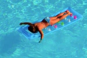 Im persönlichen Test kann ein Whirlpool, der aufblasbar ist, durch andere Qualitäten überzeugen als ein Pool – etwa durch Luft- und Wasserdüsen.