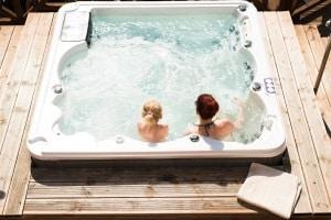 Brauchen Sie immer eine Poolheizung? Ein Test wäre bei einem Whirlpool überflüssig, aber normale Pools können sie gut gebrauchen.