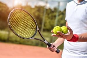Achten Sie bei Ihrem Test darauf, dass Tennisbälle nicht allzu teuer sind, denn sie halten nicht ewig und müssen häufig ersetzt werden.