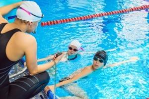 Besonders günstige Poolpumpen haben meist nur wenig Leistung und sind daher nicht für große Becken geeignet.