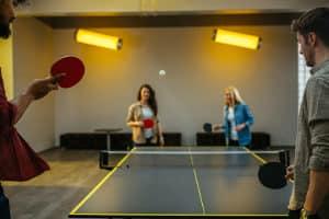 Den richtigen Tischtennisschläger finden: Ein Profi wird beim Test auf andere Eigenschaften Wert legen als ein Einsteiger.