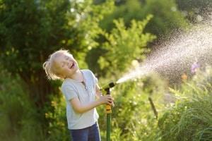 Flexibler Gartenschlauch: Welcher Ihr Testsieger wird, sollte vom Material und von der Länge abhängen.