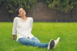 Rasenschere mit Stiel: Test und Vergleich können sich lohnen, wenn Sie Ihren Rücken und Ihre Knie schonen wollen.