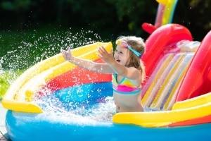Beachten Sie bei Ihrem Schwimmring-Test die Altersempfehlungen der Hersteller.