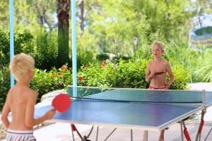 Wer wird Ihr Testsieger? Eine Tischtennisplatte muss im Outdoor-Bereich gewisse Anforderungen erfüllen.