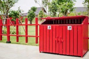 Eine Mülltonnenbox einem Test zu unterziehen, wertet die Müllecke optisch deutlich auf.
