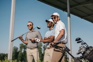 Wagen Sie einen Test: Beim Golf können GPS-Entfernungsmesser ebenso wie Laser-Geräte helfen.
