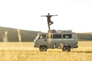 Für Yoga-Übungen Gurte zu kaufen, kann Sie dazu befähigen, Asanas länger oder intensiver zu halten.