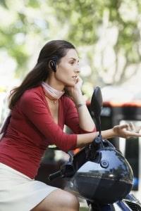 Während der Tour nutzen Sie ein Headset für Motorradhelme. Im Test werden Sie feststellen, dass sich dies nicht fürs Musikhören eignet.