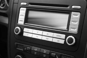 Retro-Autoradio-Test: Anders als bei modernen Geräten steht bei Vintage-Modellen das Aussehen im Vordergrund.
