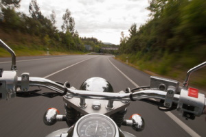 Um die beste Motorradhose zu finden, spielt es eine Rolle, zu welcher Jahreszeit Sie unterwegs sind.