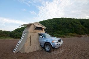 Welche Kriterien sollten Sie in Ihrem Dachzelt-Vergleich unter die Lupe nehmen?