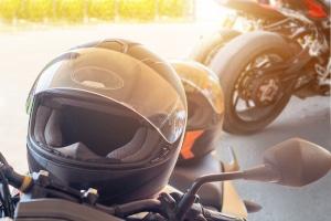 Die für Sie beste Motorradbrille muss zum Helm und Ihren Fahrstil passen.