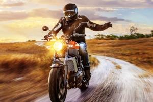 Mit einem Motorradbrillen-Test finden Sie heraus, welches Modell zu Ihnen passt.