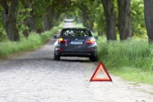 Wollen Sie eine Unfallstelle zusätzlich absichern, sollten Sie eine Warnleuchte kaufen.