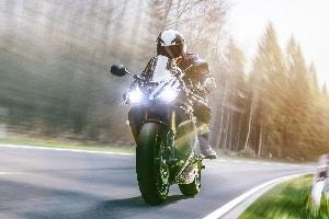 Regenbekleidung fürs Motorrad: Ein eigener Test kann bei der Entscheidung helfen.