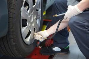 Wenn Sie ein Reifenpannenset kaufen, ist keine Demontage des Rads notwendig.