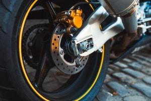 Passende Bremsbeläge fürs Motorrad finden: Ein Test kann die Wahl erleichtern.