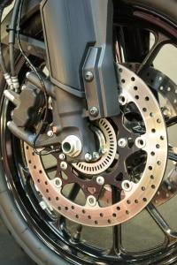 Bevor Sie Motorrad-Bremsbeläge kaufen, stellen Sie sicher, dass diese zur Maschine passen.